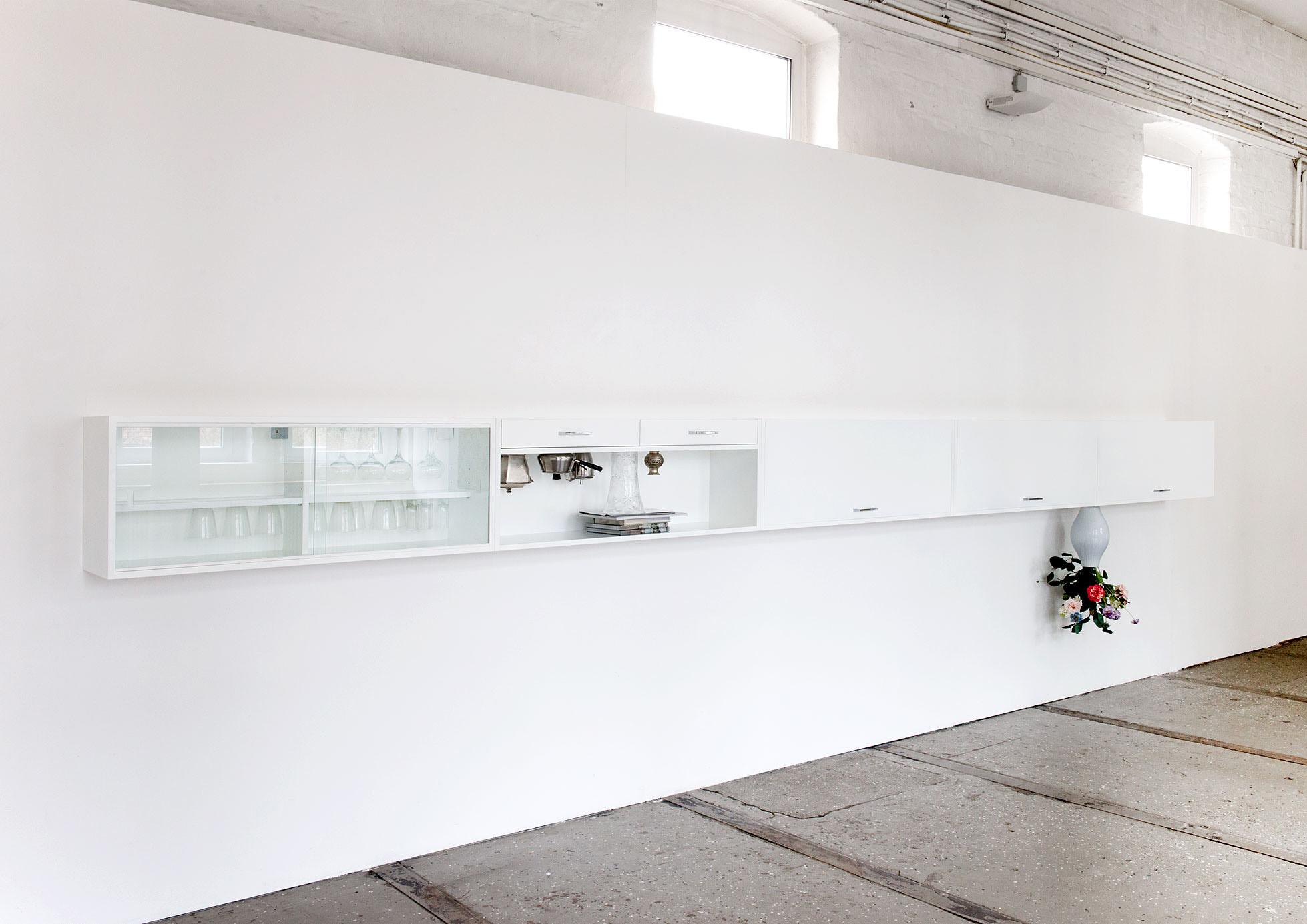 """""""Esszimmer"""" 2014; 49 x 600 x 30 cm"""